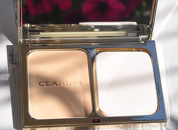 Compressed solid foundation: Tient Compact Haute Tenue from Clarins