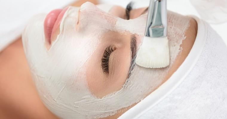 DIY Baking Soda Treatments to Clear the Complexion and Repair Foot Skin!